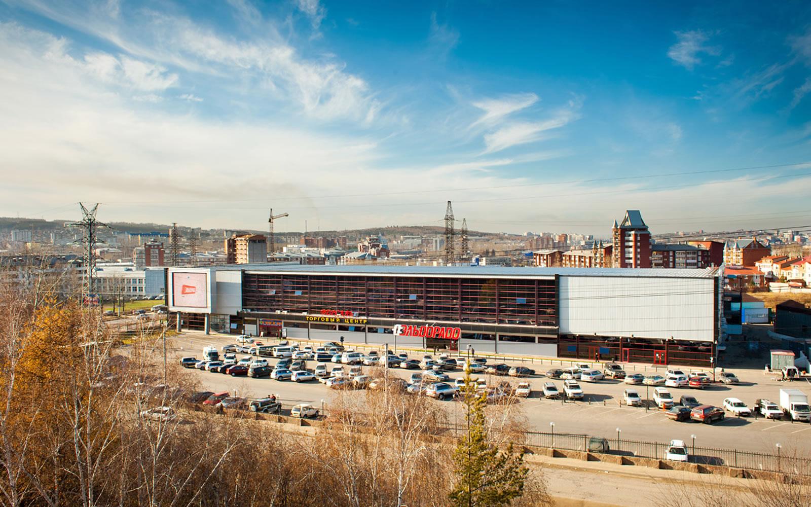 Фасад ТЦ «Версаль» в Иркутске
