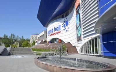 """Фасад ТЦ """"Grand Hall"""" в Кишинёве"""