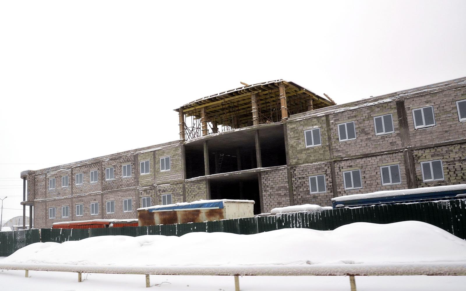 """Фасад ТК """"Столичный"""" в Якутске на этапе строительства"""