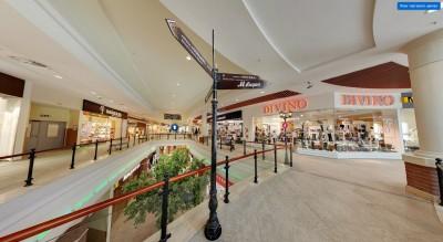 Система навигации торгового центра помогает посетителям легко определять направление, в котором им надо двигаться