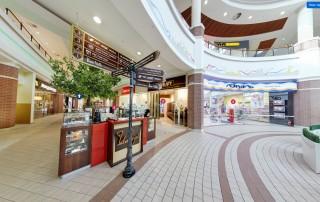 После установки новой системы навигации покупатели стали легко ориентироваться в архитектурно-сложном здании торгового центра