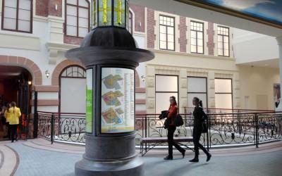 Дизайн навигации придал атмосфере центра дополнительный уют и шарм классического европейского торгового центра