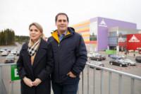 Ведущий специалист управляющей компании ТРК «Лотос Plaza» Юлия Макаревич и руководитель дизайн-проекта второй очереди ТРК «Лотос Plaza» Армен Канаян перед его открытием.